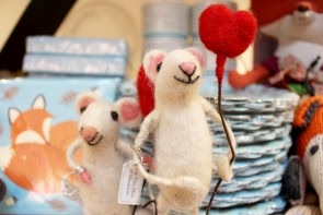 Happy Heart Balloon Mouse