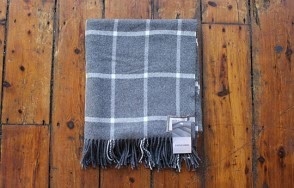 Foxford white on grey large check throw