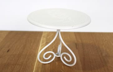 Metal toy table