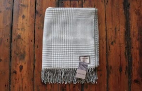 Foxford aqua and cream check blanket