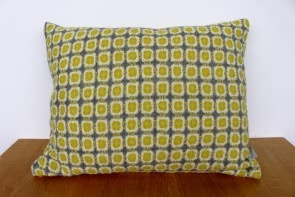 Corona Cushion in Grey/Pistachio