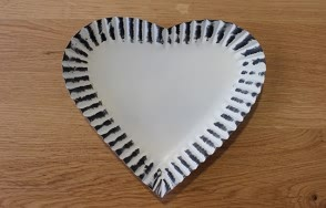 Cream heart tray