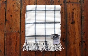 Foxford grey on white throw