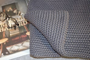 Moss Stitch throw in grey