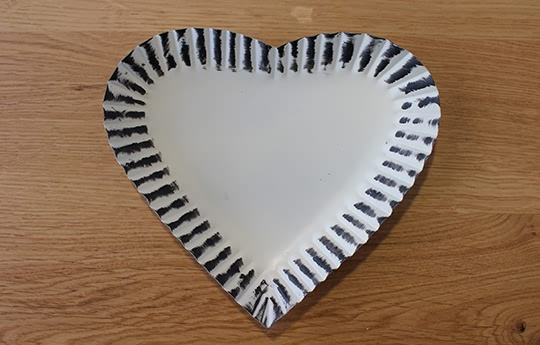 cream heart tray