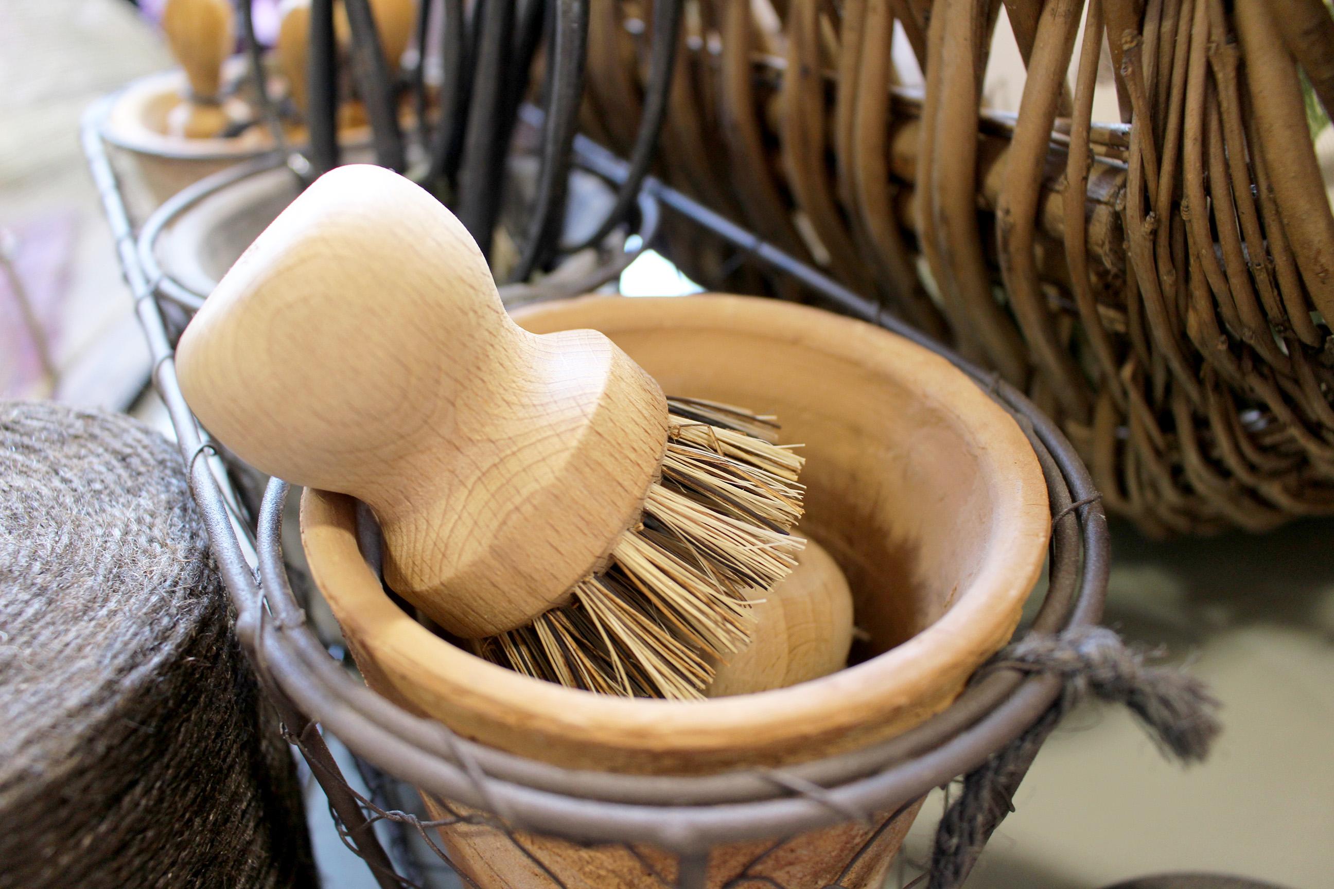 gardening pot brush