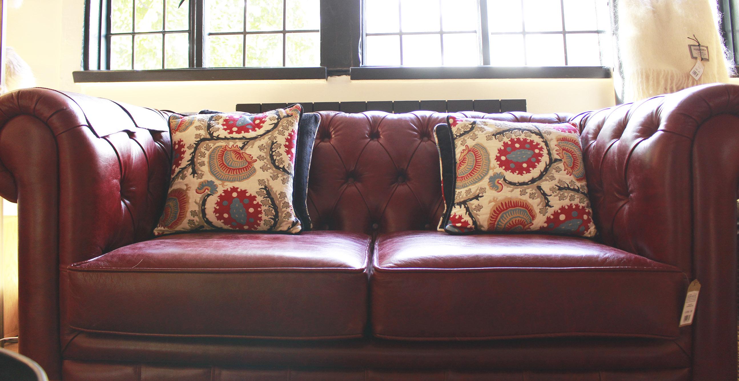 sofa, cushions